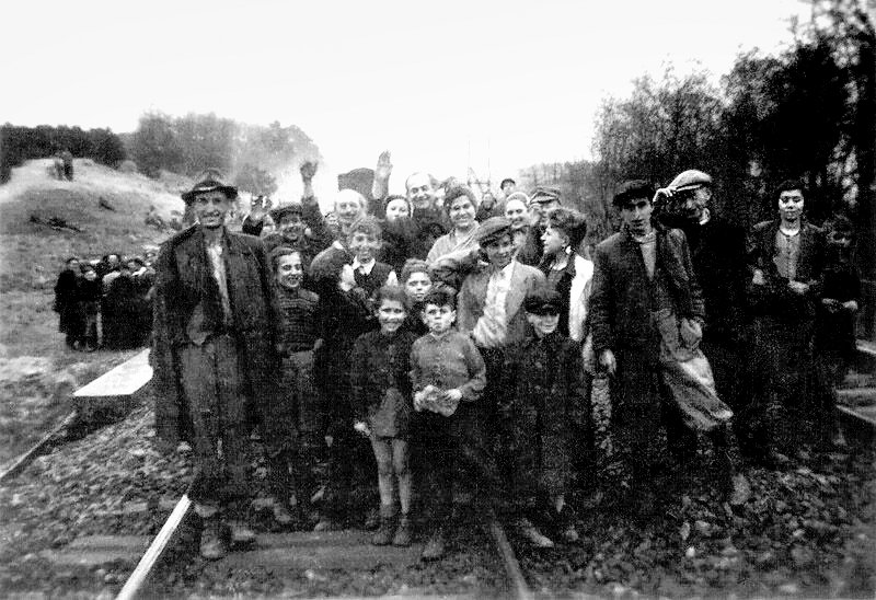 Though many could barely stand because of disease malnutrition, survivors from the train posed happily to show their gratitude to the soldiers who had liberated them.