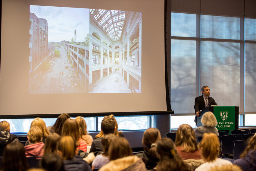 Andrew Sandoval-Strausz talks about the impact of Latino immigrant communities on American cities during a lecture last February at Manhattan College.