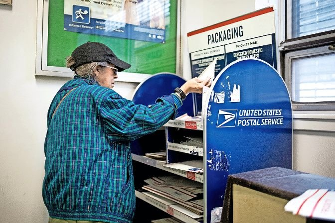 The Kingsbridge post office is one of thousands of U.S. Postal Service offices struggling with slow mail delivery throughout the coronavirus pandemic. Louis DeJoy, Trump's appointed postmaster general, has removed blue mailboxes and mail sorting machines throughout the country, prompting worry about November's election from many — and a lawsuit from state Sen. Alessandra Biaggi.