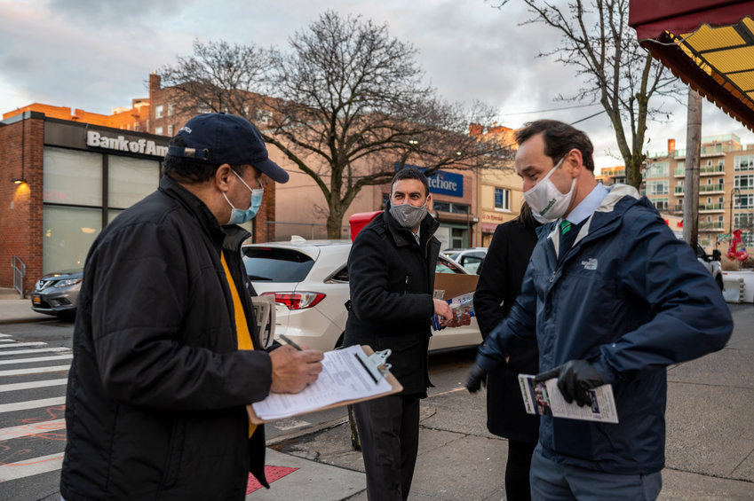 City council candidates Eric Dinowitz and Dan Padernacht took to Johnson Avenue and West 235th Street seeking petition signatures within hours of Mayor Bill de Blasio setting March 23 as the special election date to replace Bronx Supreme Court judge Andrew Cohen on the city council.