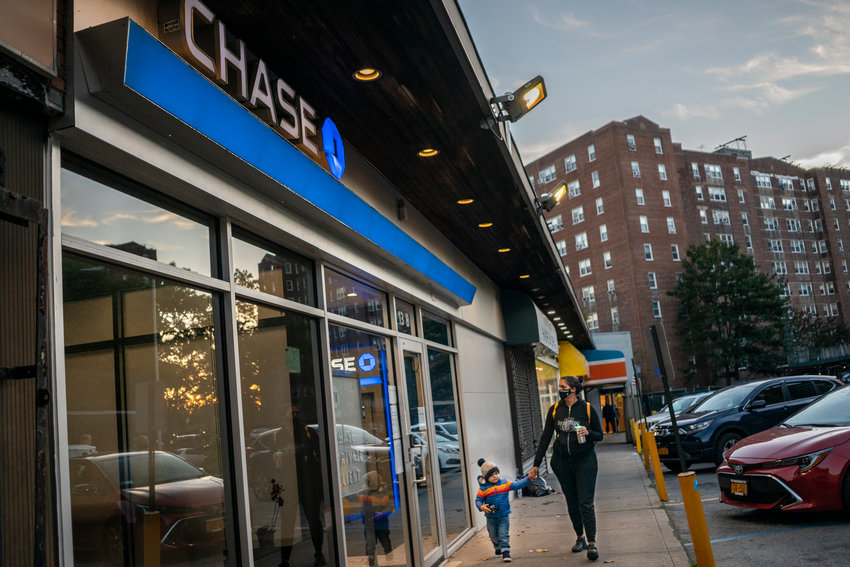 Neighbors and elected officials successfully delayed the closing of the Knolls Crescent Chase Bank storefront last year after rallying and sending letters to the branch's parent company last fall. But their efforts seem to have been in vain, as the bank looks to officially close May 17.