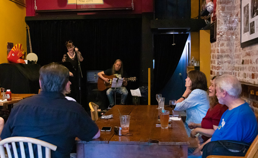 Suzanne and Seeing Voices took the An Beal Bocht stage on June 26 to play their role in the reintegration of live music into the West 238th Street pub's routine. After the less-than-sing-song height of the coronavirus pandemic, An Beal is once again booking live music.