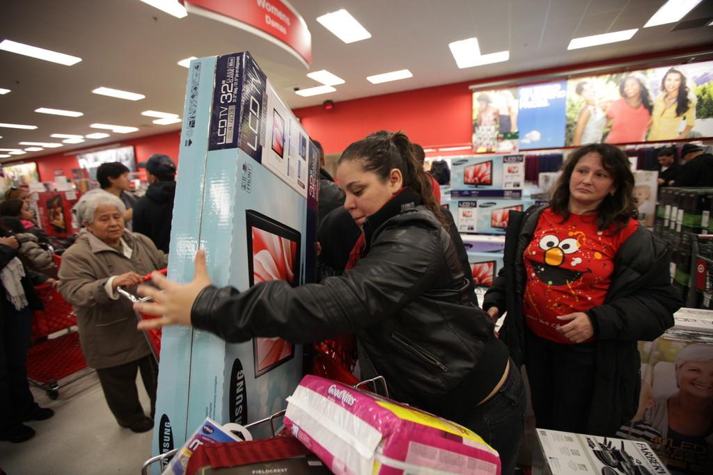 Retailers Rack Up Black Friday Bucks The Riverdale Press