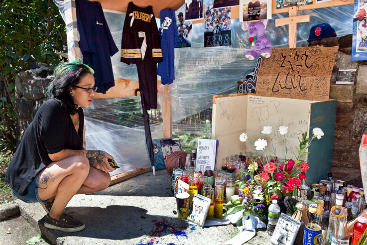 Priscilla Perdomo sheds tears at the memorial for Anthony Ramirez in the courtyard of his building at the Shalom Aleichem Houses on Tuesday.