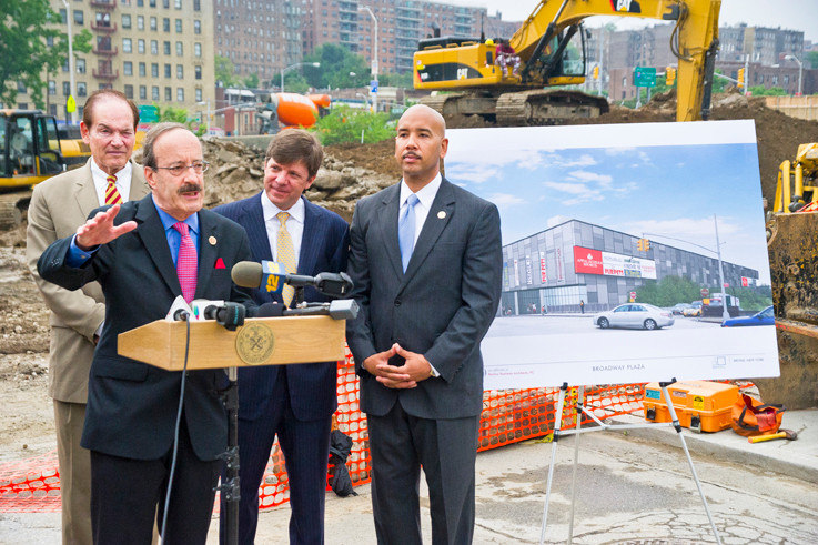 Councilman Oliver Koppell, Rep. Eliot Engel, Equity One CEO Jeffrey Olson and Bronx Borough President Rubén Díaz Jr. at the groundbreaking of Broadway Plaza.