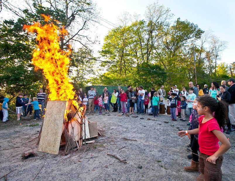 Israeli tradition burns brightly in Riverdale | The Riverdale Press |  riverdalepress.com