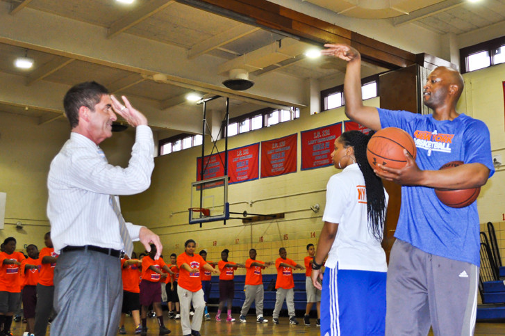 Former Knicks forward John Wallace gives some pointers to state Sen. Co-Majority Leader Jeff Klein. They were at an event encouraging fitness in the east Bronx on May 15.