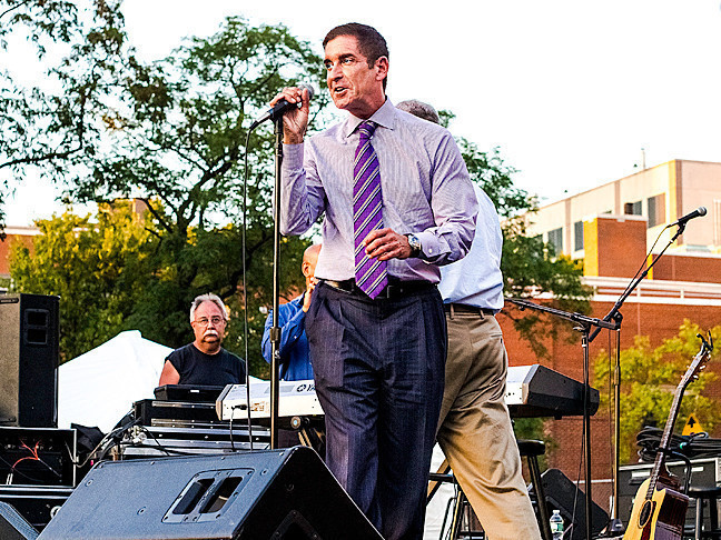 State Sen. Jeff Klein welcomes concertgoers to a Tony Orlando performance he sponsored at Seton Park on Aug. 28.