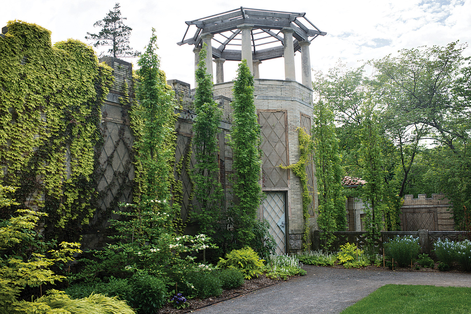 A vision of paradise in yonkers the riverdale press for Roman garden designs