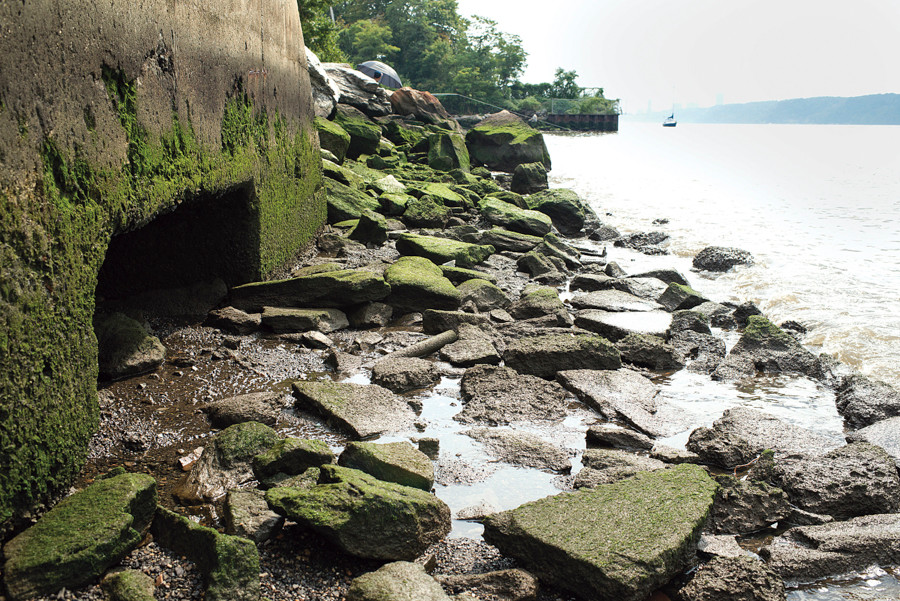 A combined sewage overflow pipe along the Hudson River on Aug. 30. The RIverdale Yacht Club is the green landmass behind the rocks.
