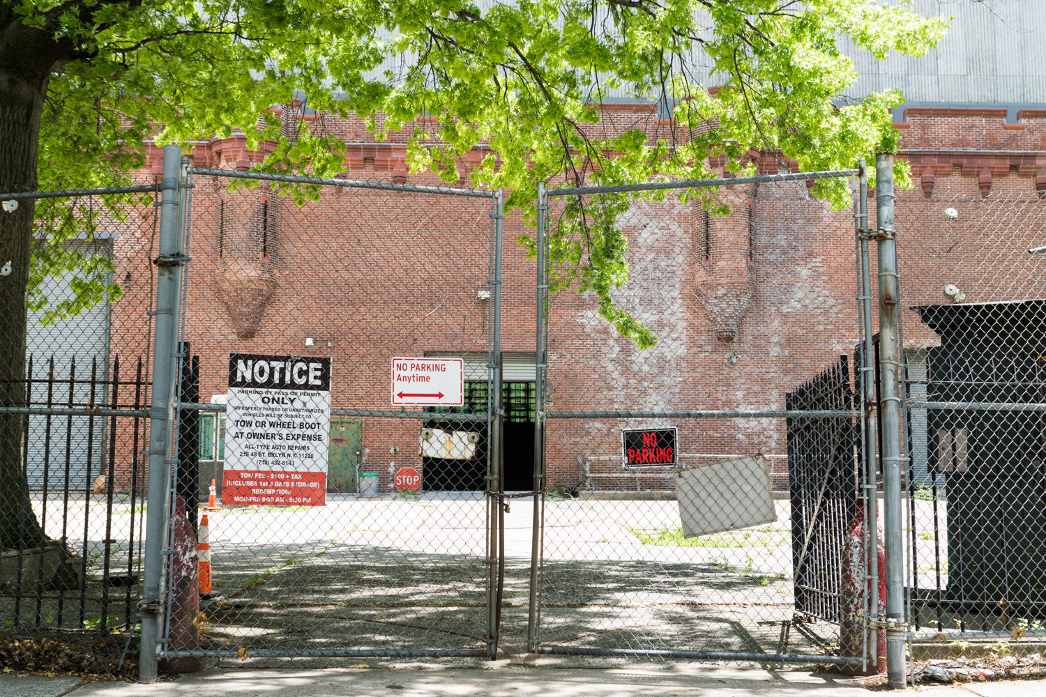The Kingsbridge Armory has been closed to the public for years, almost completely surrounded by a chain-link fence. That could change now that former New York Rangers center Mark Messier is moving forward with his plans to turn the historic structure into an ice rink facility.