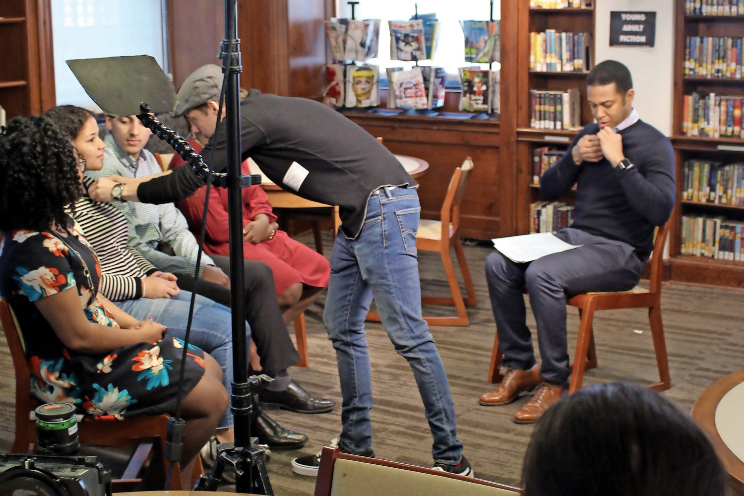 Before beginning their conversation, CNN anchor Don Lemon and students from Riverdale Country High School receive their microphones.