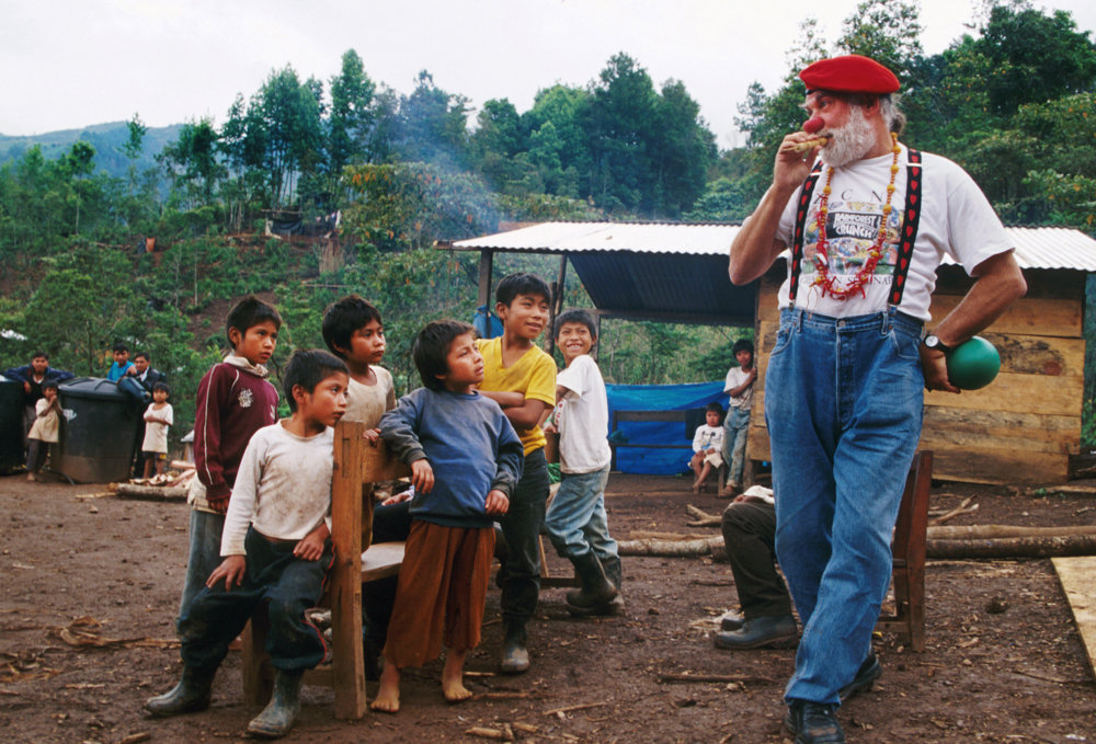 Bernard Glassman entertains children as an apprentice with Clowns Without Borders in Chiapas, Mexico, in 2000. Glassman was a Zen Buddhist. He died Nov. 4 at 79.
