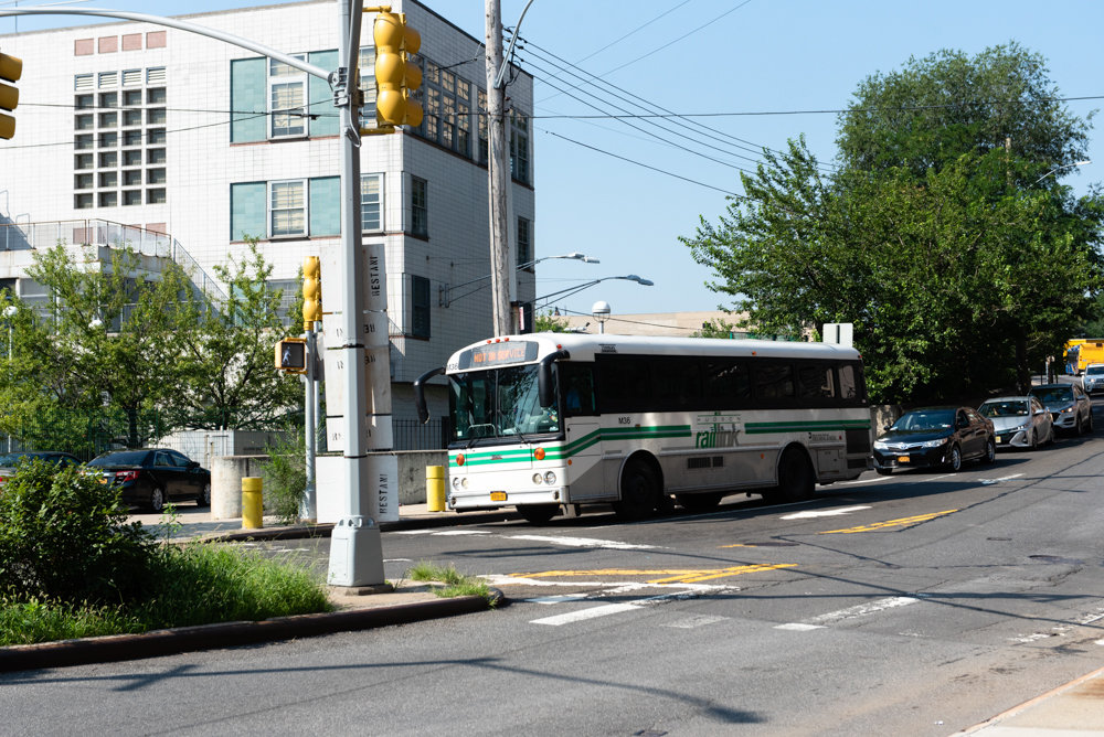 A Hudson Rail Link bus crosses onto Riverdale Avenue from Irwin Avenue.