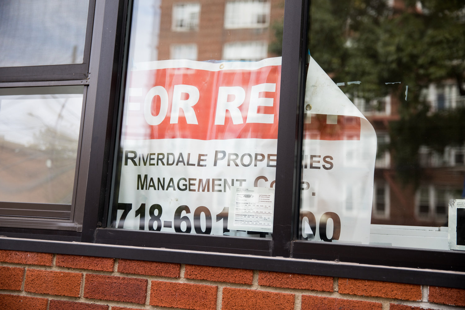 A 'for rent' sign slumps in the window of a vacant storefront on Mosholu Avenue. According to a new report by city comptroller Scott Stringer, the Bronx has more retail vacancies than the city average, but still fares better than Staten Island.