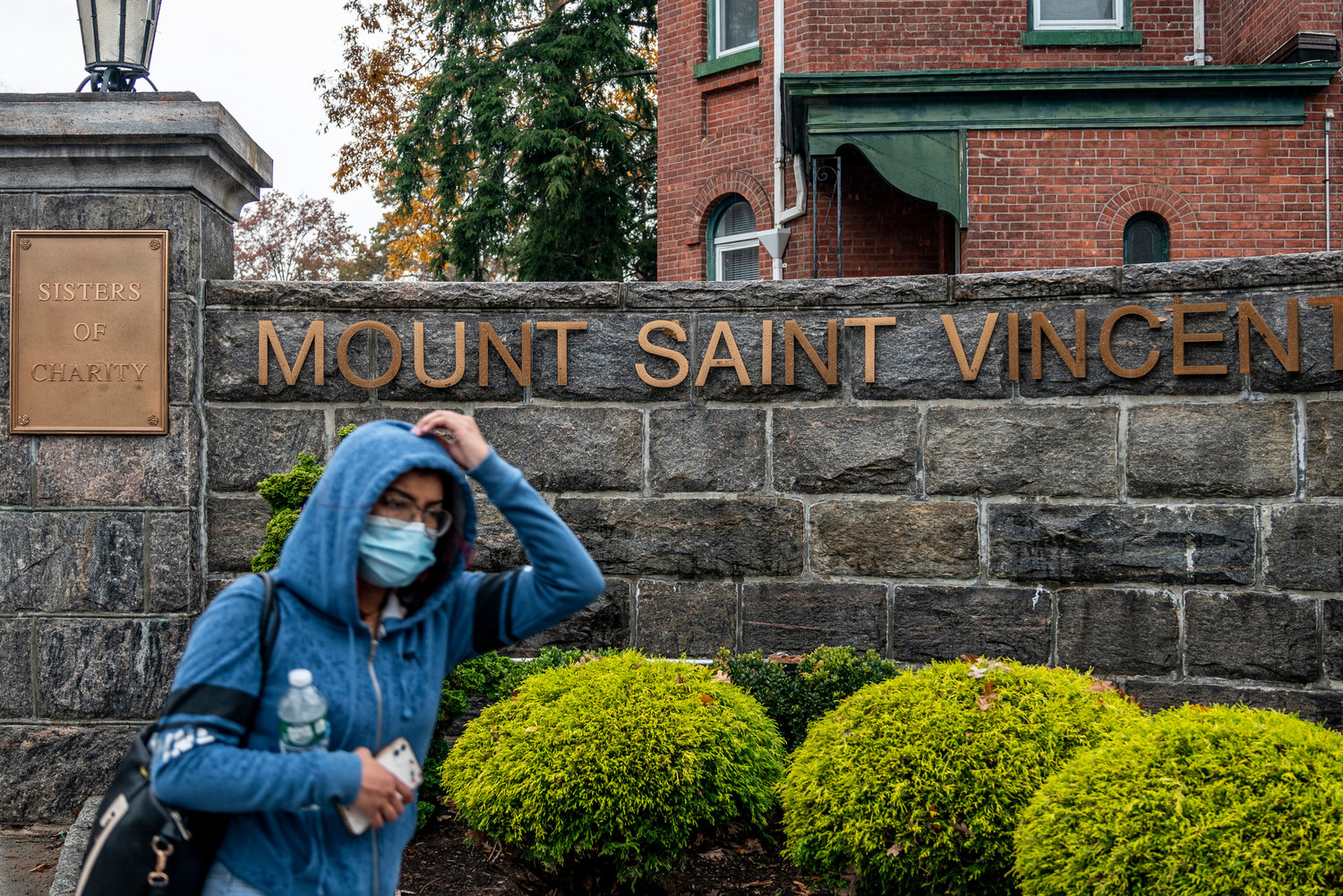 The College of Mount Saint Vincent originally planned to host some in-person classes up to and including finals week. But following guidance from Gov. Andrew Cuomo — and increased coronavirus cases on campus and across the city — The Mount moved all classes fully online beginning Nov. 16.