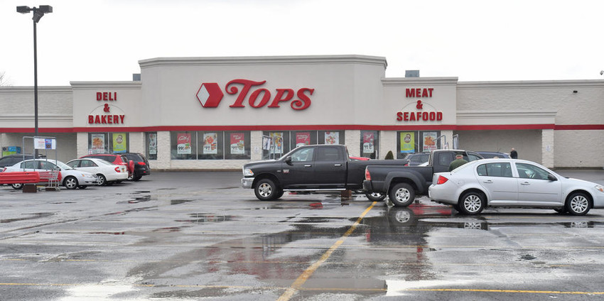 BANKRUPTCY — The Tops Markets chain announced today it will file Chapter 11 bankruptcy as it attempts to address debt. Its stores, including the Rome location seen here in the Freedom Plaza on Erie Boulevard West, remain open.  (Sentinel photo by John Clifford)