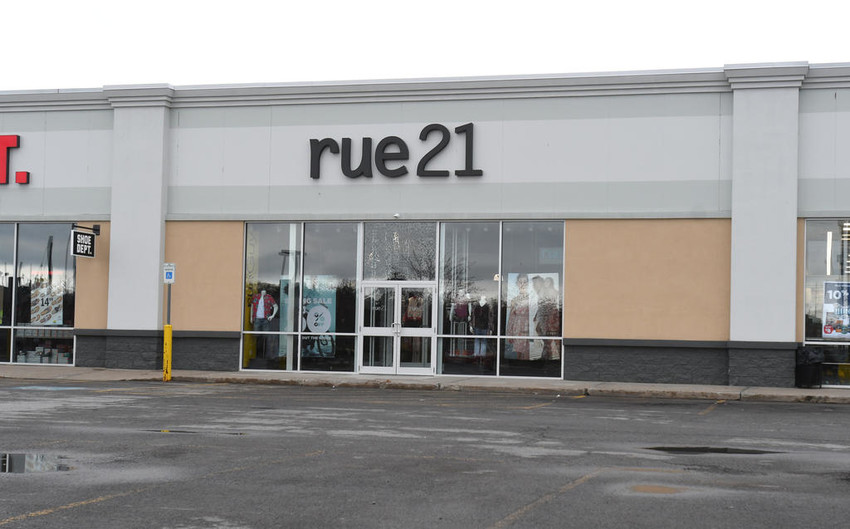 STAYING OPEN — The rue21 store in Freedom Plaza, 105 Erie Blvd. W., is not among the approximate 400 locations being shuttered by the teen fashion retailer.  (Sentinel photo by John Clifford)