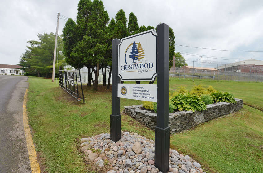 WELCOME — The sign outside of the gate of Crestwood Golf Cub welcoming golfers to the facility. Mid-State Correctional Facility is next door to the course.