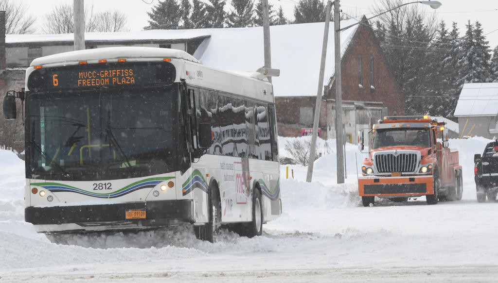 Saturday Morning Snow In Madison >> Centro Bus Gets Stuck In Saturday Snow Rome Daily Sentinel