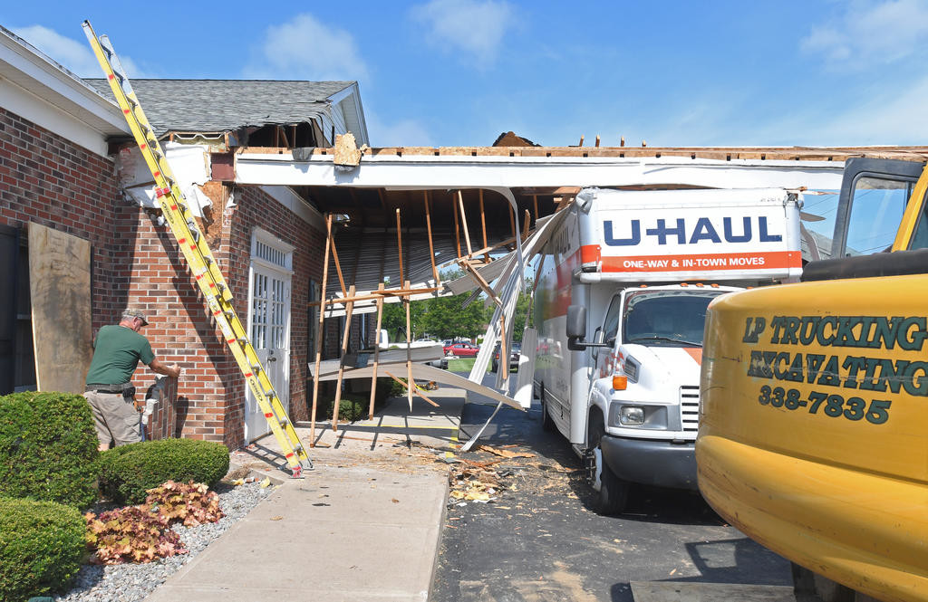 U-Haul driver plows into carport at funeral home | Rome Daily Sentinel