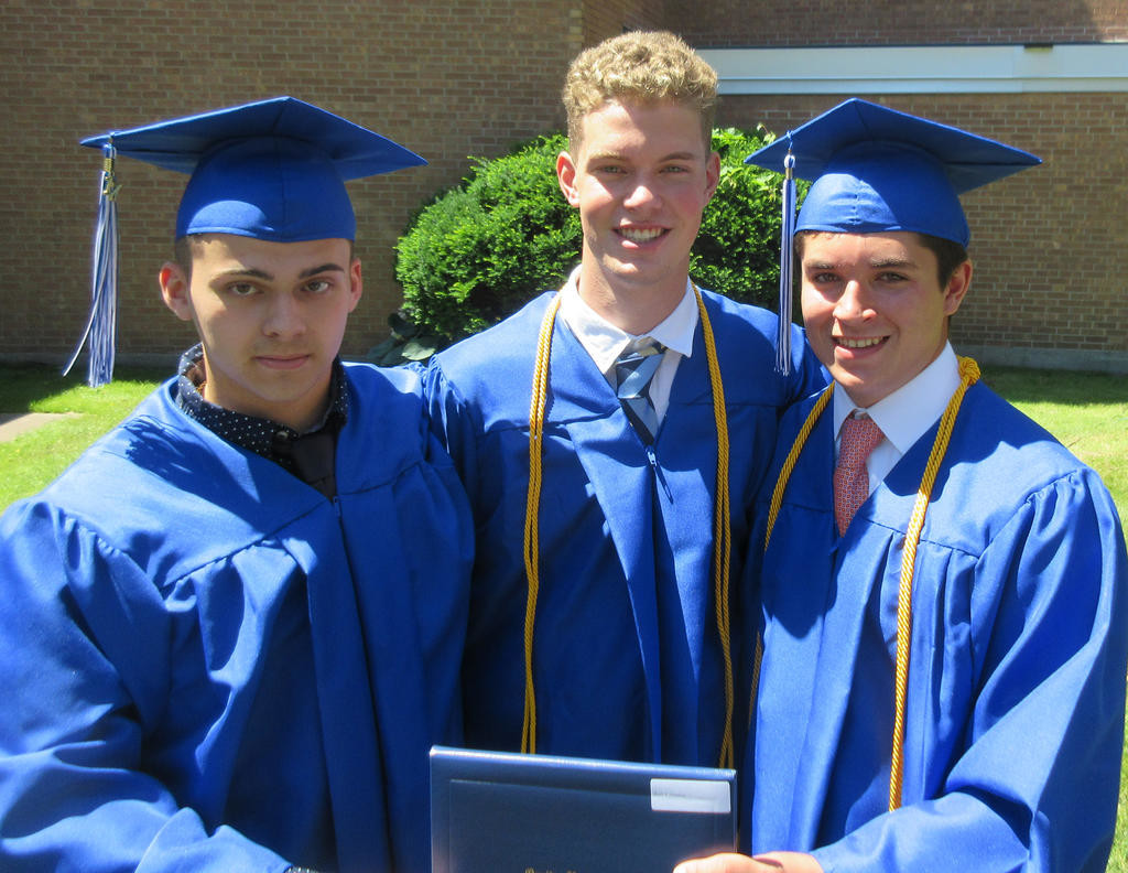 142 receive diplomas in Oneida | Rome Daily Sentinel