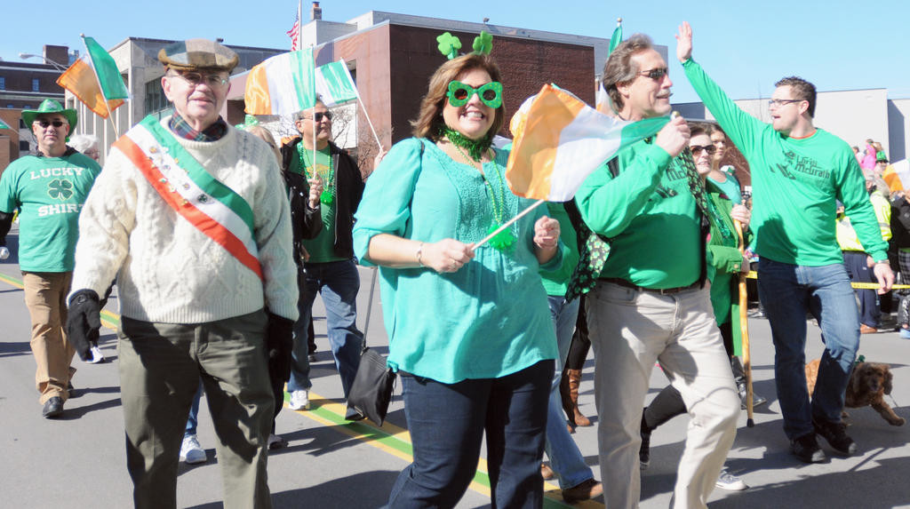 The Nunn and Harper float walkers cheerful and green.  (Sentinel photo by Makenzi Enos)