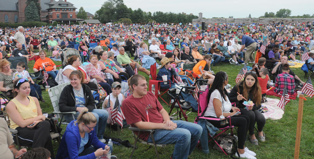 Overall of the crowded lawn.  (Sentinel photo by Makenzi Enos)