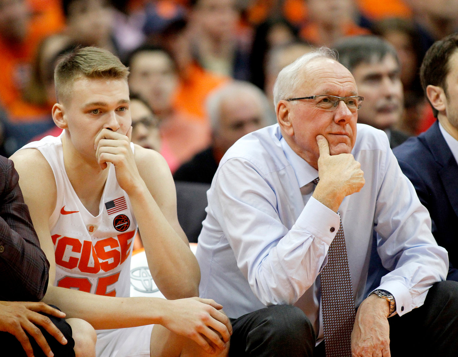 Emotions Run High For Su Coach Boeheim And 35 642 Basketball Fans At The Dome Rome Daily Sentinel