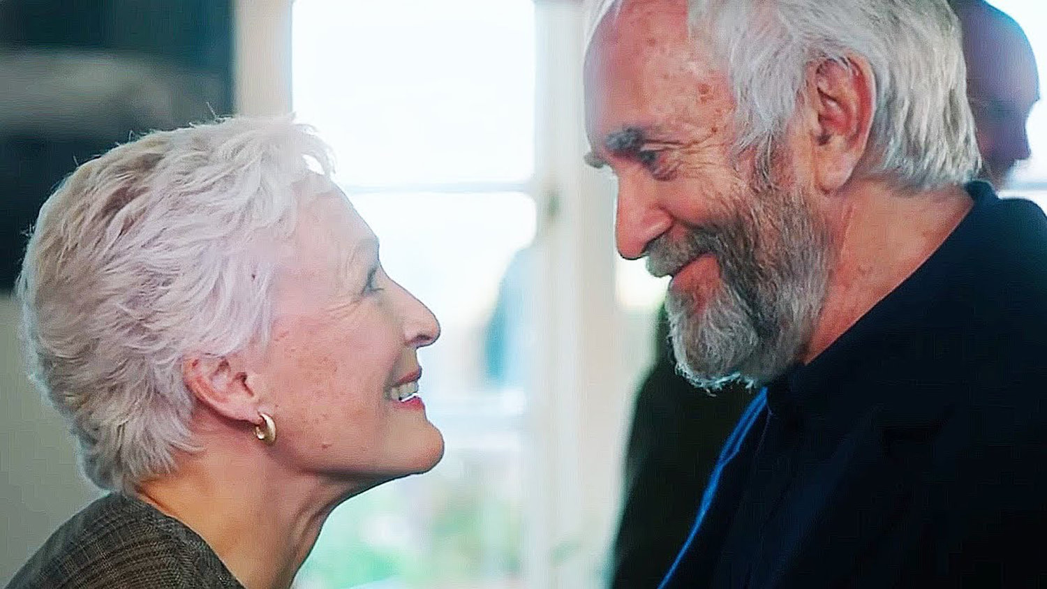 "FILM STARS — Glenn Close and Jonathan Pryce in ""The Wife"""
