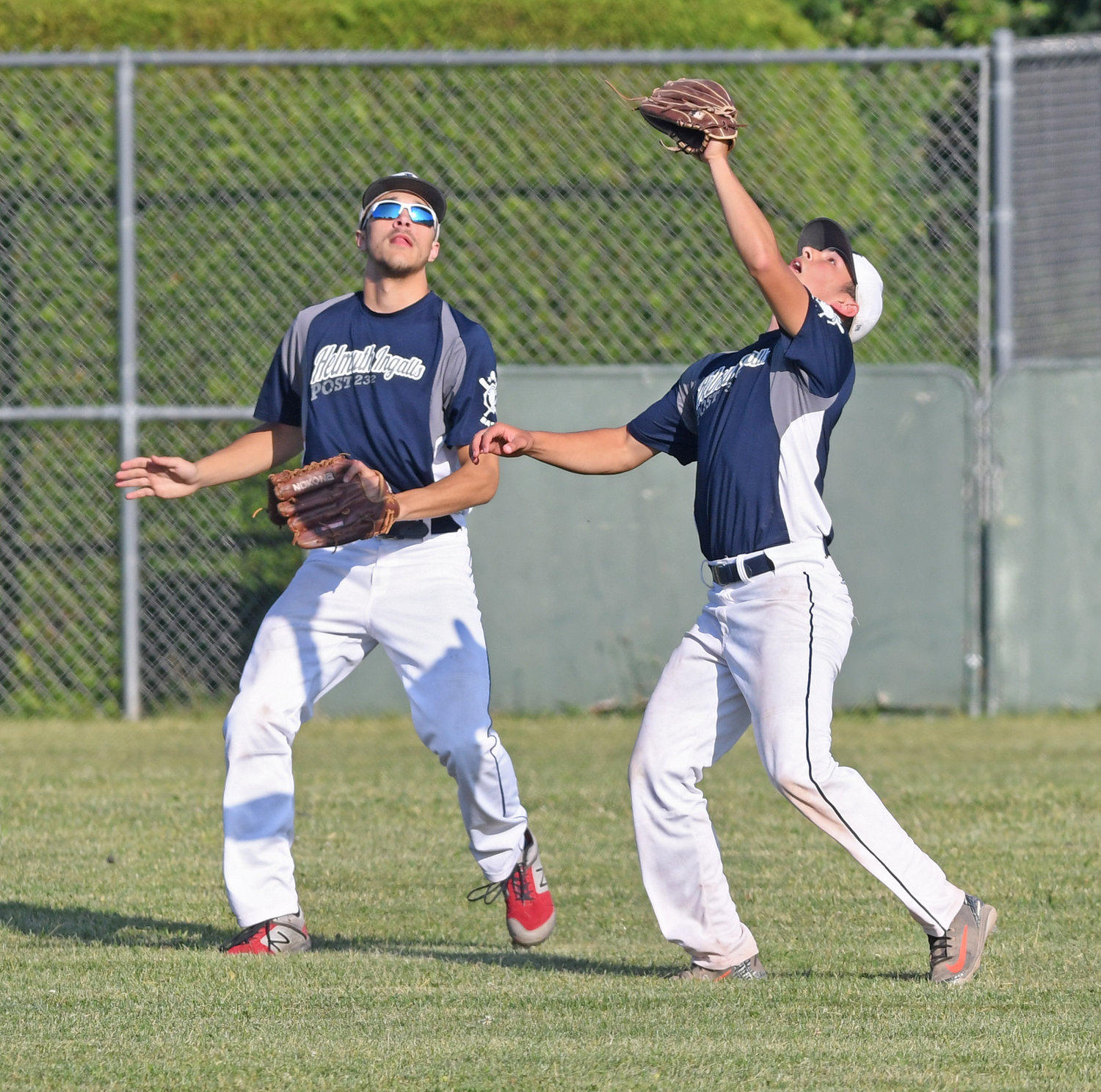 H-I shortstop (right) and left fielder #17 almost collide on a fly ball.