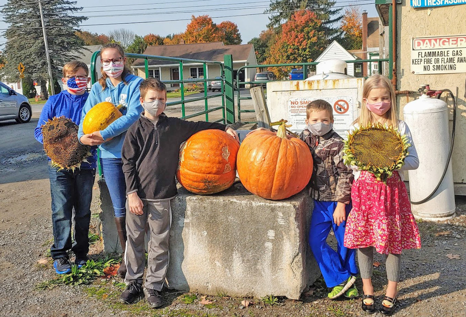 WINNERS — From left, 1st Place Sunflower Griffin Pritchard, 1st Place Pumpkin Delanie Pritchard, 1st Place Pumpkin Caleb Beers, 2nd Place Pumpkin Elijah Beers, 2nd Place Sunflower Melanie Beers.