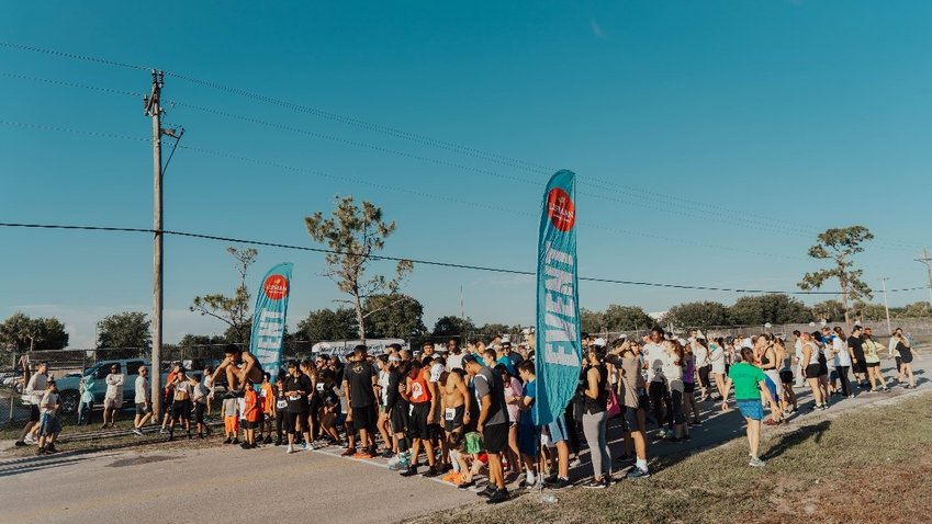 Runners lined up at Lipman's 2019 Run for Backpacks.