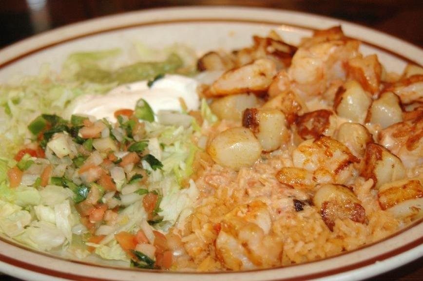 The arroz con mariscos' grilled shrimp and scallops were plentiful, pleasing, plump and grilled to perfection.