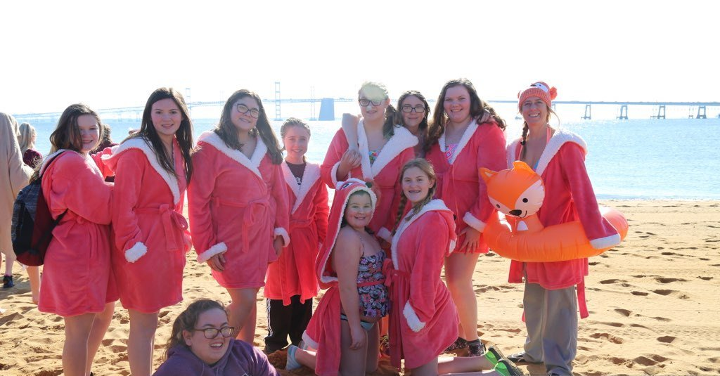 George Fox Middle School sends students to the Cool Schools Plunge as the Frozen Foxes team.