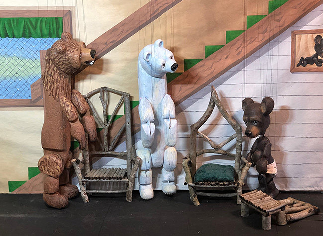 """Goldilocks and the Three Bears"" by Stevens Puppets"