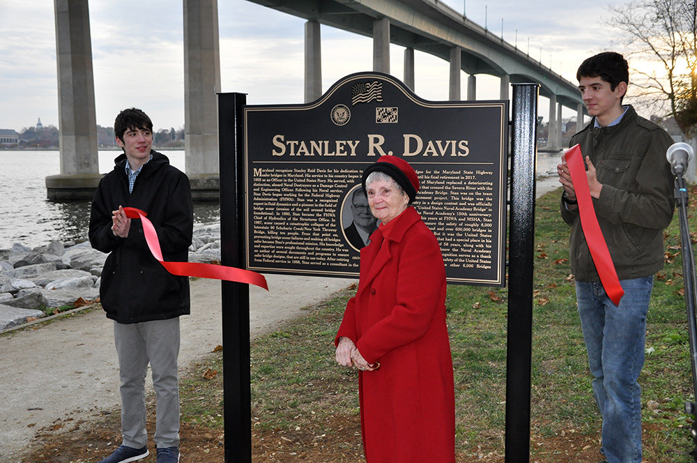 Loretta Davis cut the ribbon on November 21 to celebrate the new plaque honoring her husband.