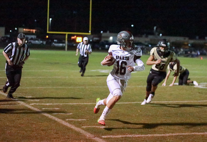 Owen Adams on his way to paydirt against Clay County. (Photo by Julia Morris Photography)