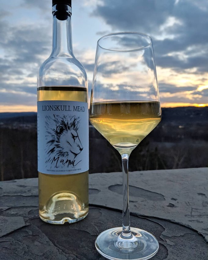 A glass of Mane, a single-varietal goldenrod flower wine-strength mead from Lionskull Mead.