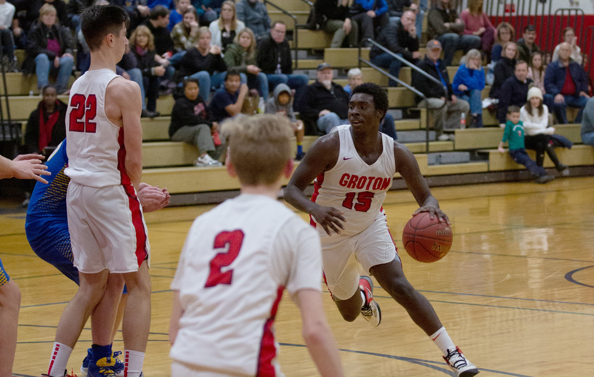 Omari Riley-Israel dribbles around a screen set by Kade Eldred (no. 22) with Mason Slade (2) in the foreground.