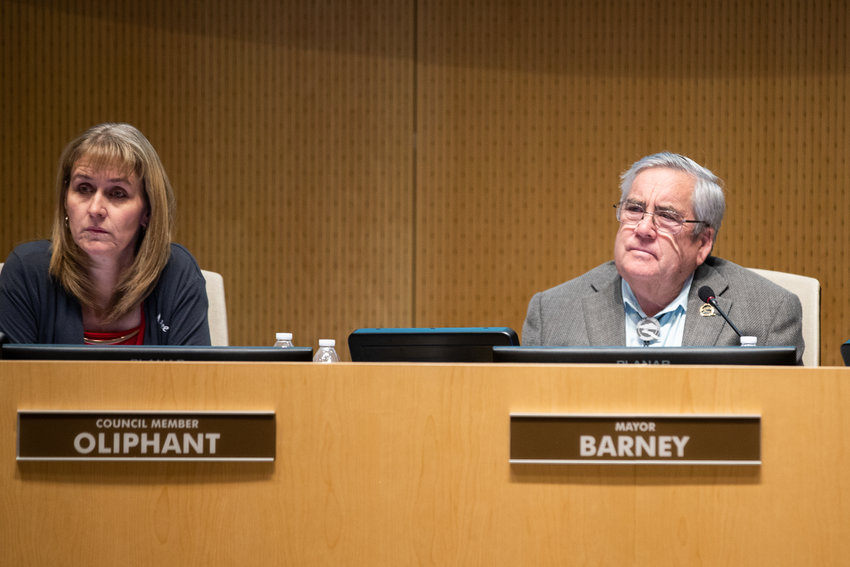 Councilmember Dawn Oliphant and Mayor Gail Barney at a Queen Creek Town Council meeting,