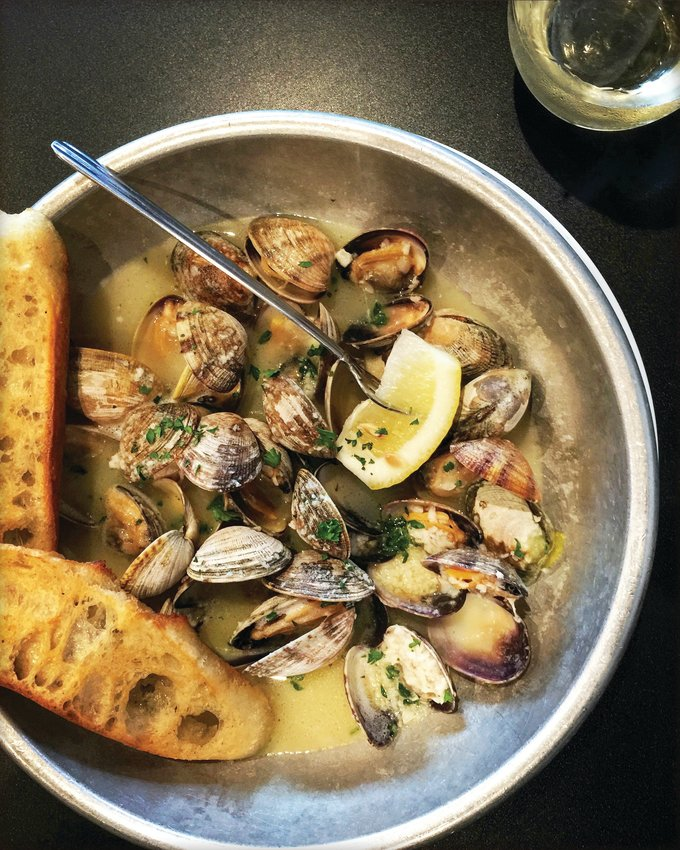 Butter and garlic clams [Lynda Balslev for Tastefood]