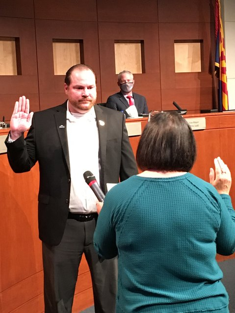 Surprise Councilman Patrick Duffy takes the oath of office from Deputy City Clerk Linda Stevens during the Jan. 19 city council meeting.