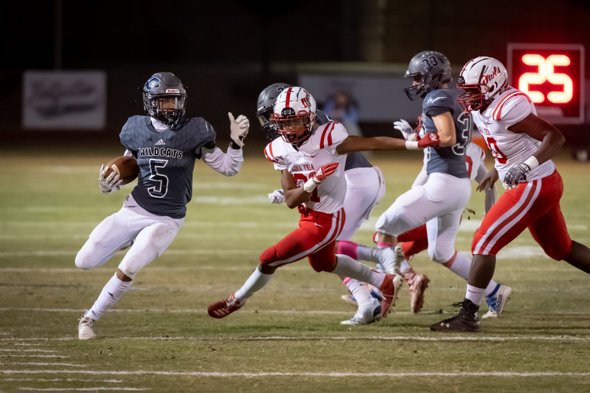 Willow Canyon junior Donovan Williams turns upfield on a play against Avondale Agua Fria during a Oct. 30, 2020 game in Surprise.