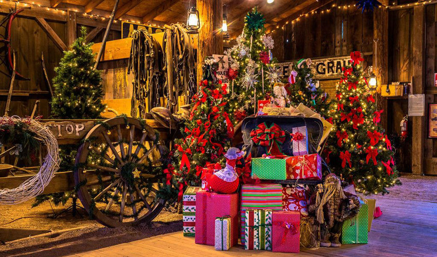 Last-minute shoppers can wait until the weekend of Saturday and Sunday, Dec. 18 and 19, to enjoy a trip to the museum and see the decorations and another weekend of holiday boutique magic.