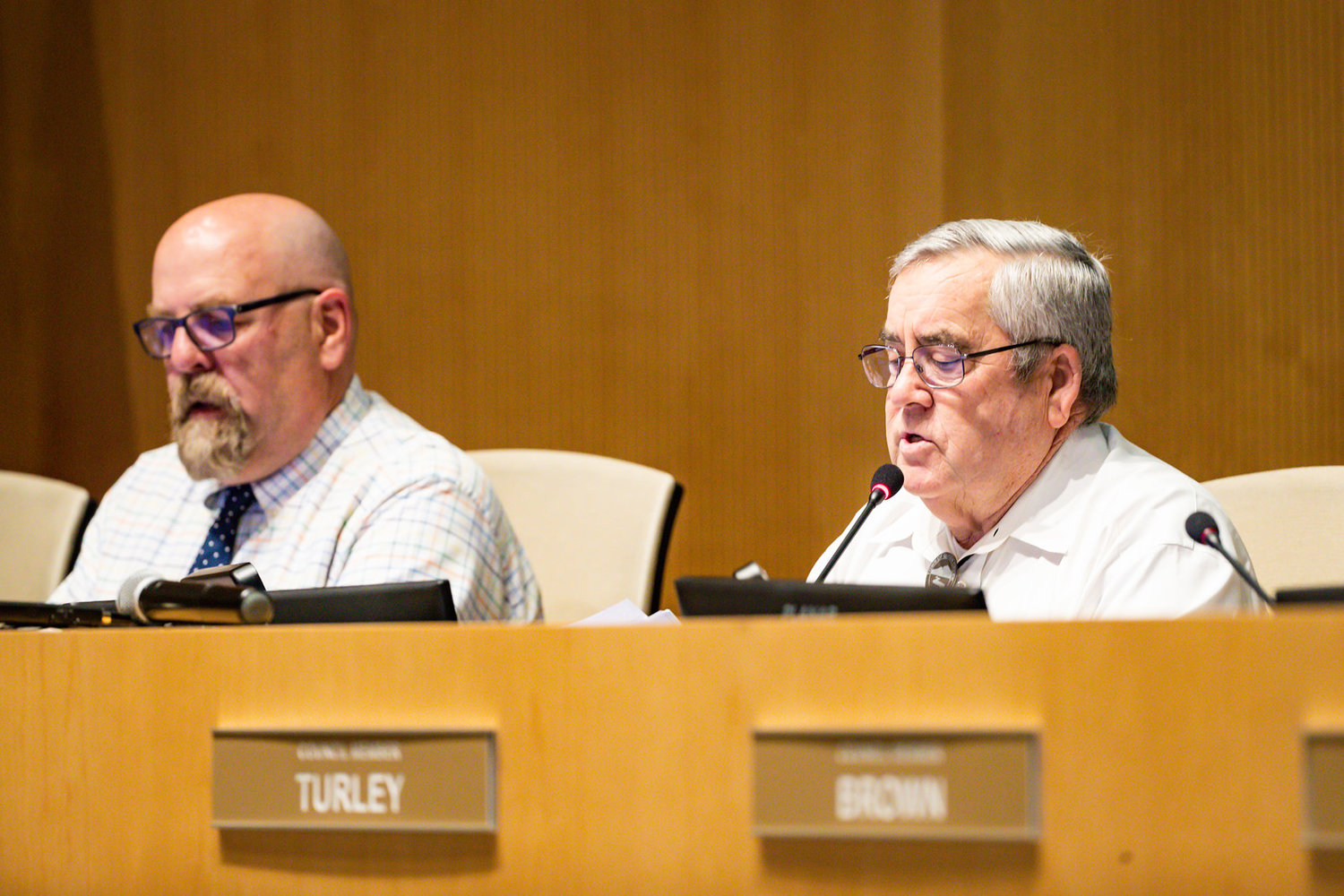 From left are Vice Mayor Robin Benning and Mayor Gail Barney at a recent Queen Creek Town Council meeting.