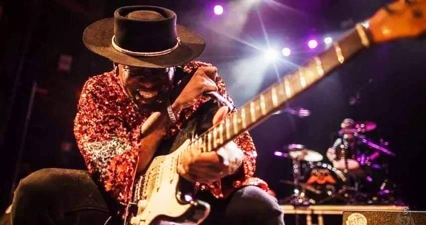 Carvin Jones will stream a live concert on his Facebook page on Saturday, April 4.