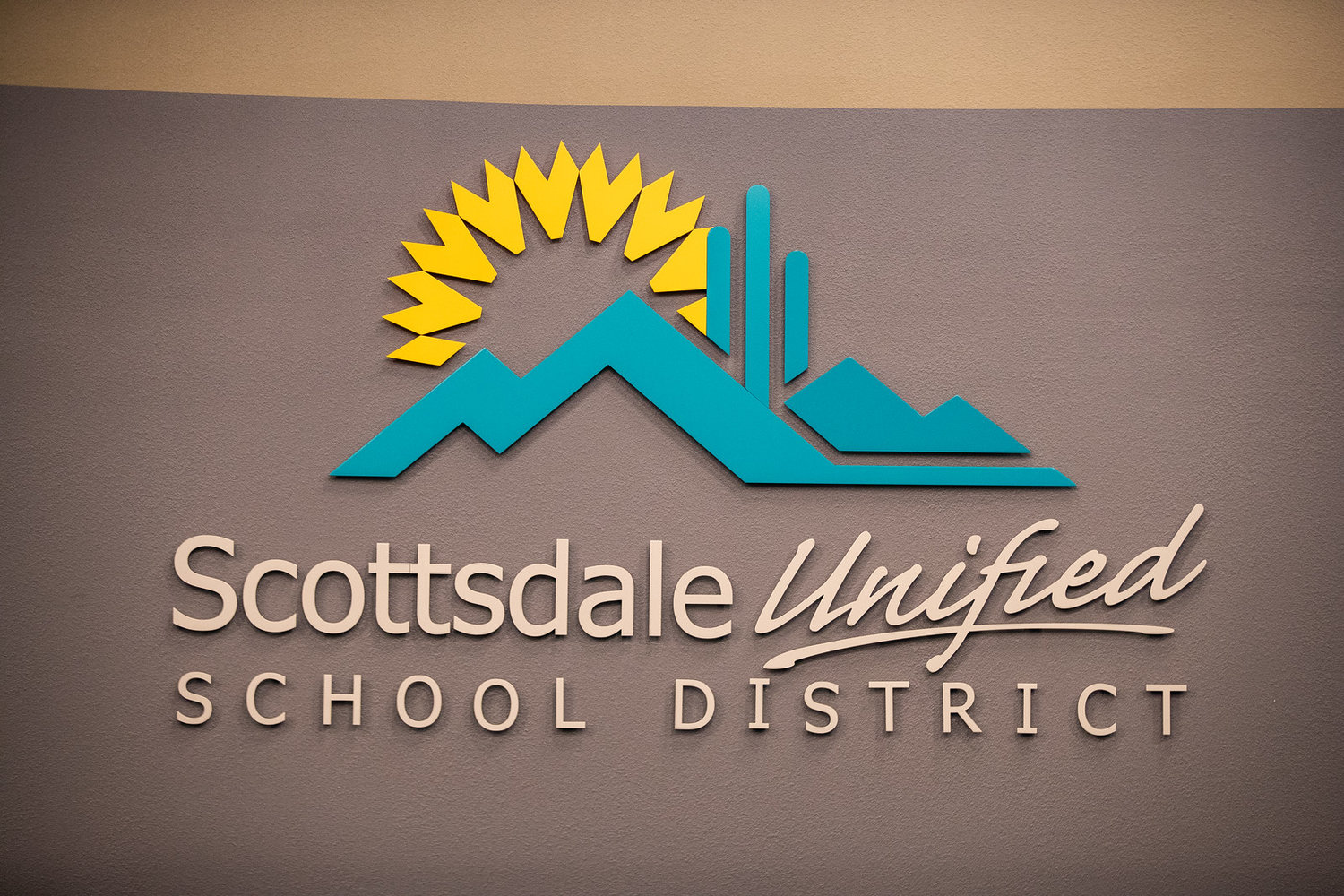 Campaign finance reports show which candidates for the Scottsdale Unified School District Governing Board are receiving monetary donations.
