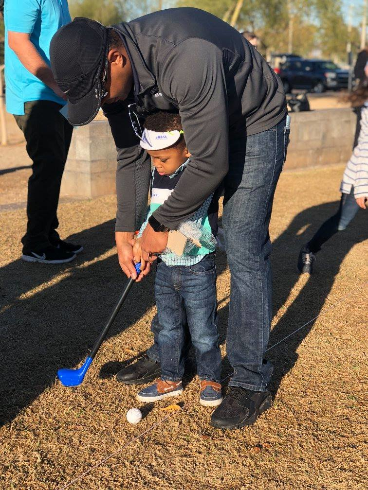 A 2018 Itty Bitty Open golfer learns the ropes in Goodyear.